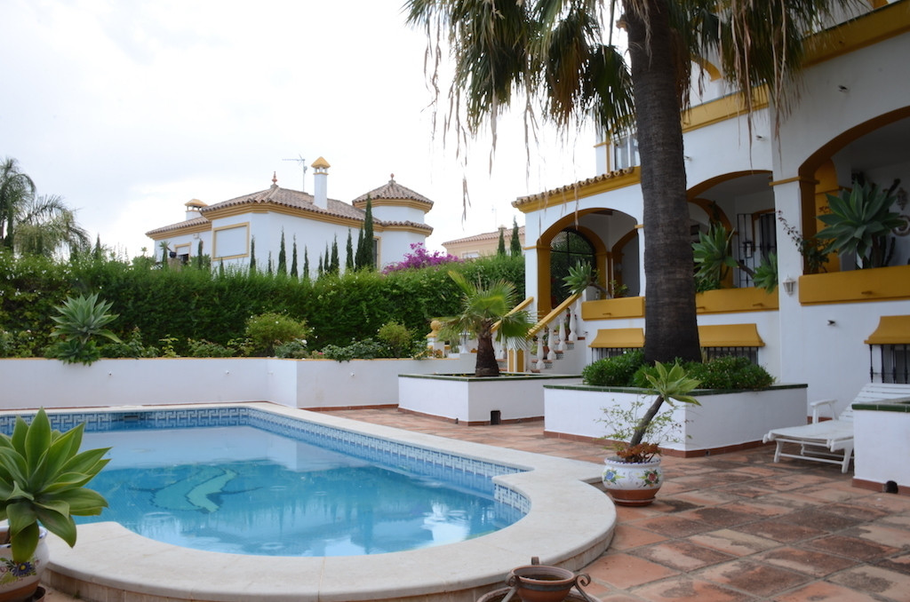 Detached Villa, Estepona, Costa del Sol. 6 Bedrooms, 3.5 Bathrooms, Built 365 m², Terrace 150 m².  S, Spain