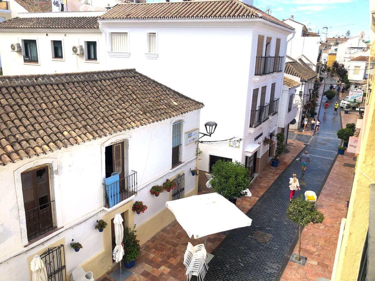 Middle Floor Apartment, Estepona, Costa del Sol. 3 Bedrooms, 3 Bathrooms, Built 98 m², Terrace 5 m².,Spain