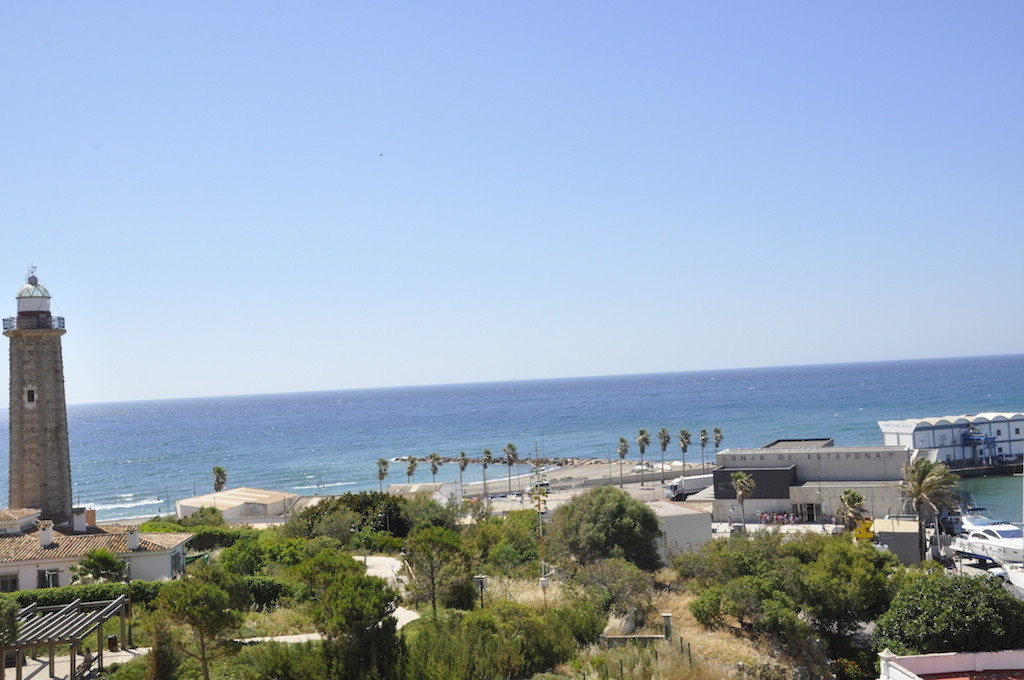 Middle Floor Apartment, Estepona, Costa del Sol. 3 Bedrooms, 2 Bathrooms, Built 128 m², Terrace 10 m, Spain