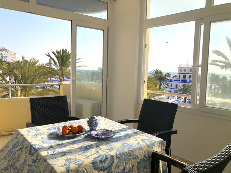 Marbella Banus Middle Floor Appartement, Estepona – R3333439