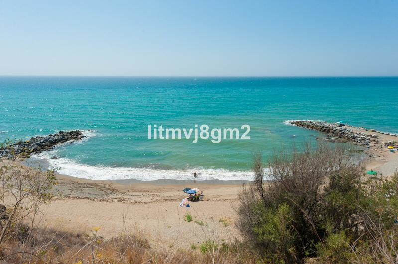 This unique townhouse located in one of the most peaceful residential parts of Benalmadena costa (To,Spain