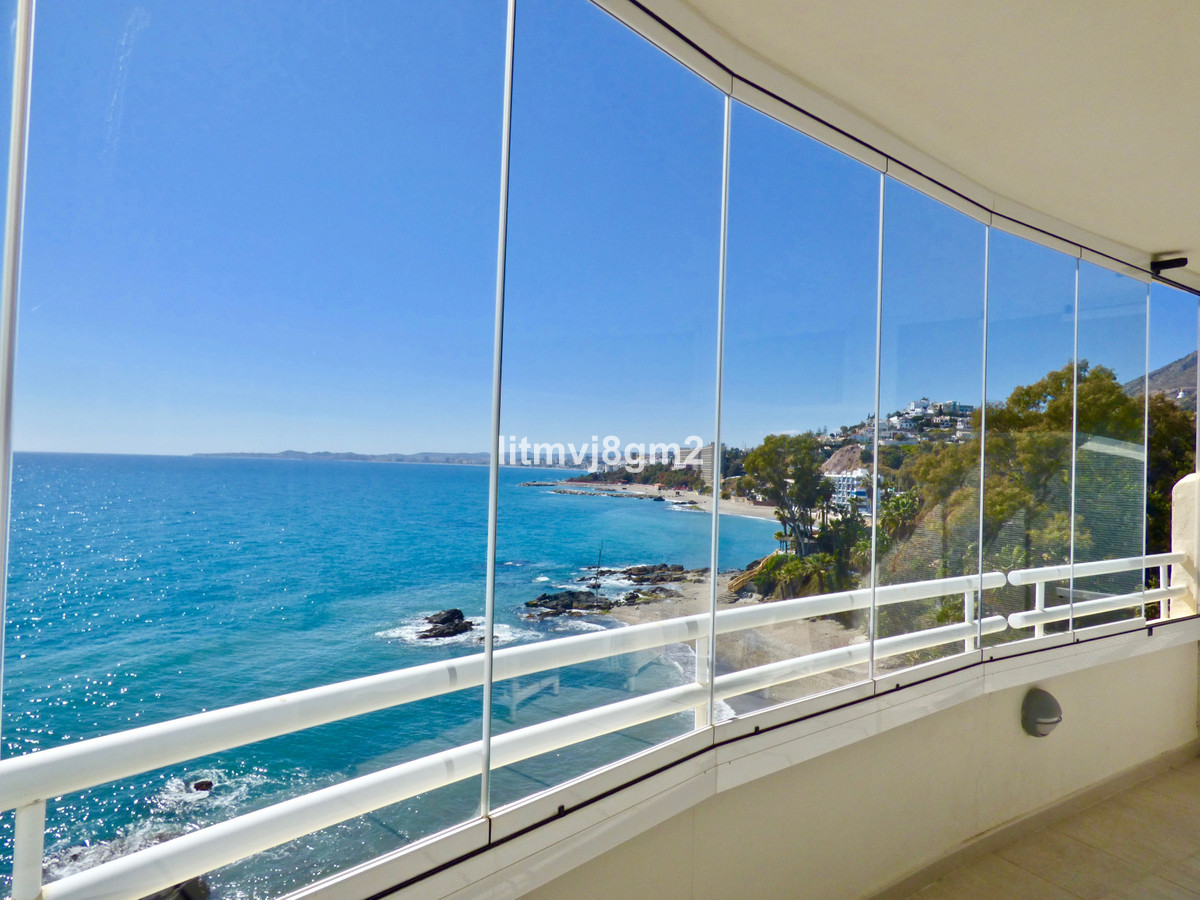 Dramatic price reduction! Was 640.000€ Now 540.000€ This Frontline luxury apartment with the most re, Spain