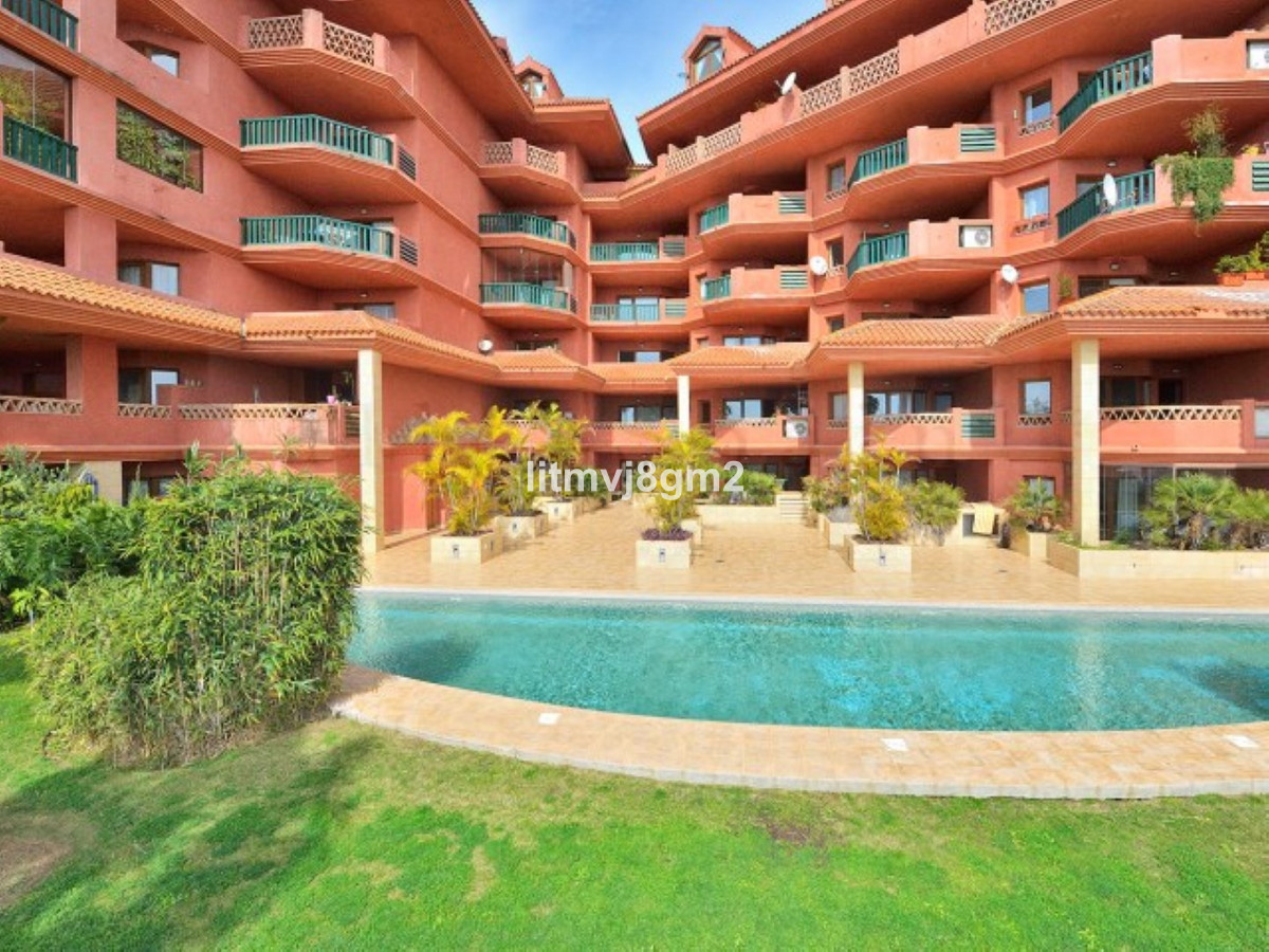 Stunning sunset suite Beautiful 1 bed apartment (85 sqm), located on the famous and wonderfull Costa, Spain