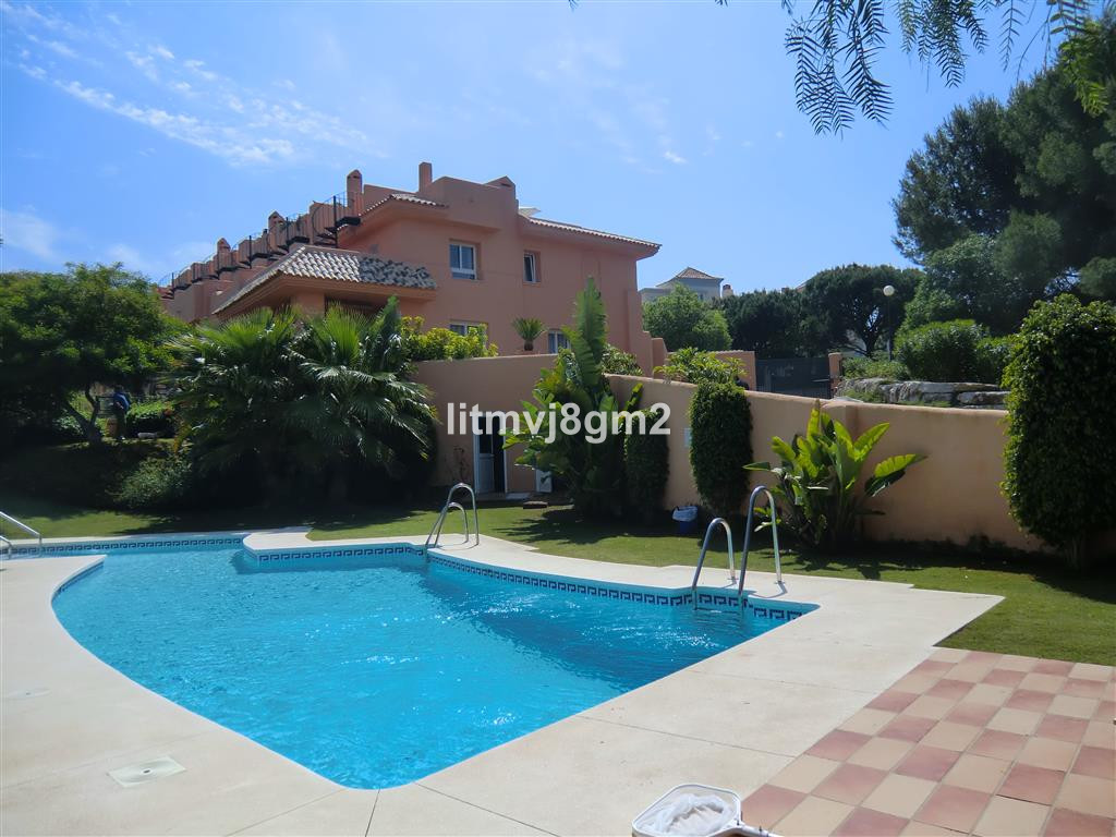Townhouse in Cabopino R3184609