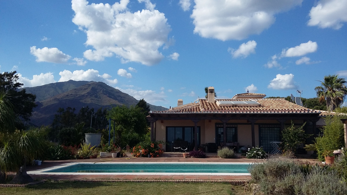 This finca, in the very interesting Valle Romano (a few minutes drive to the port of Estepona), is a,Spain
