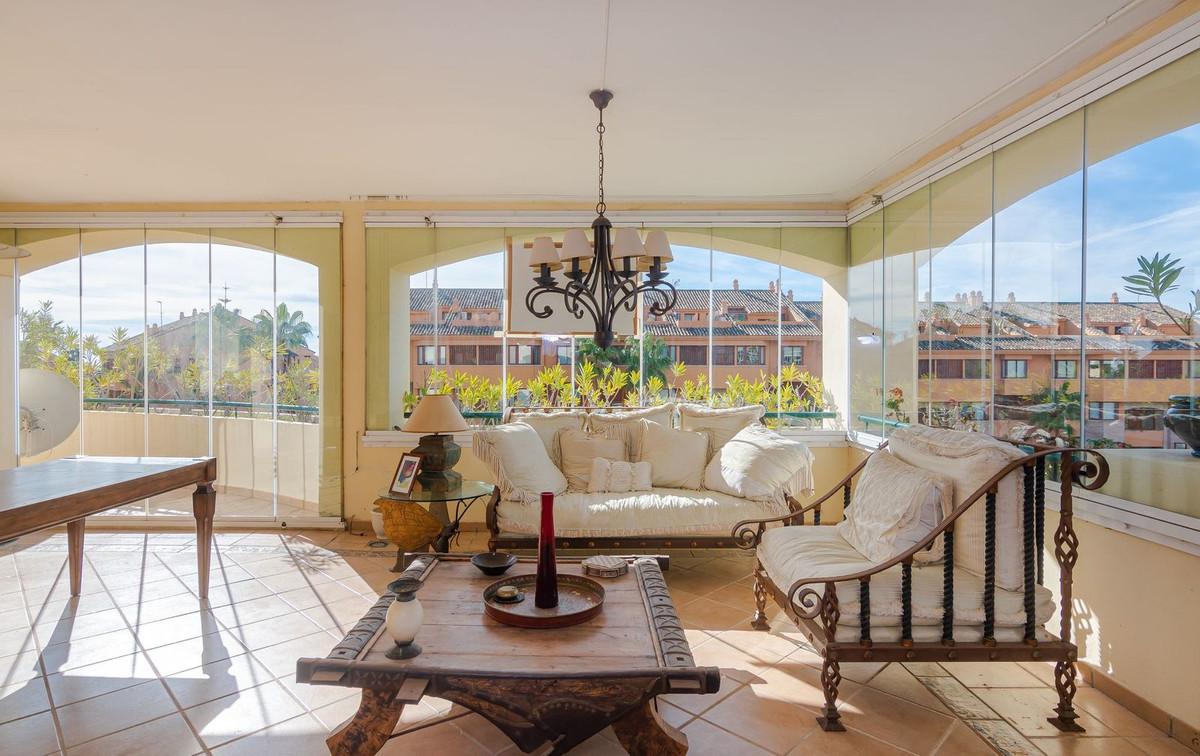 Marbella Banus Apartamento en Venta en Bahía de Marbella – R3713288