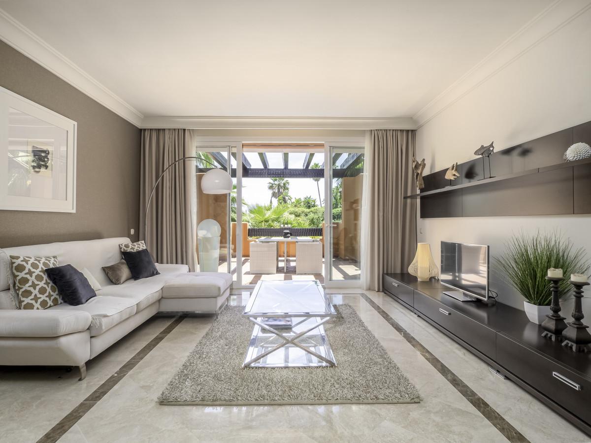 Marbella Banus Apartamento Planta Media en Venta en Nueva Andalucía – R3658577