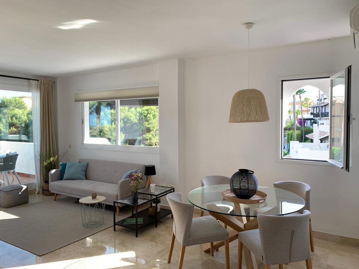 Apartamento Planta Media en Venta en Calahonda – R3508822