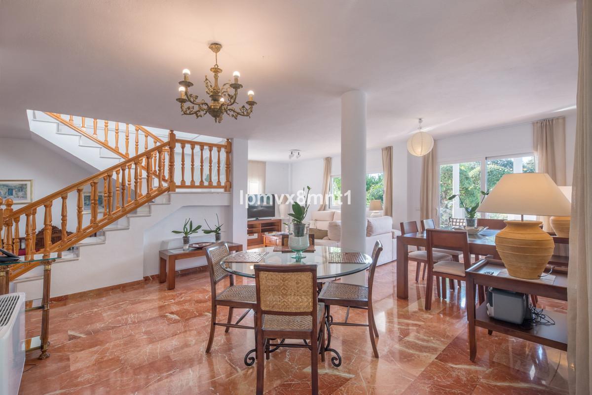 Villa – Chalet en Venta en Elviria – R3574756
