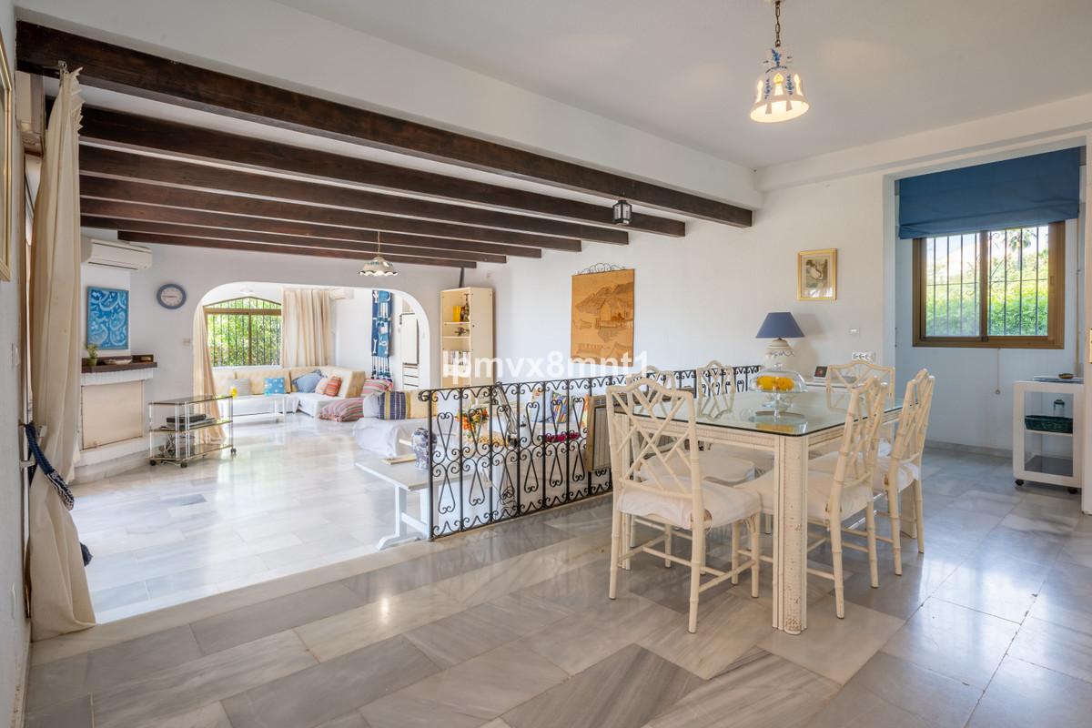 Detached Villa for sale in Elviria R3853618