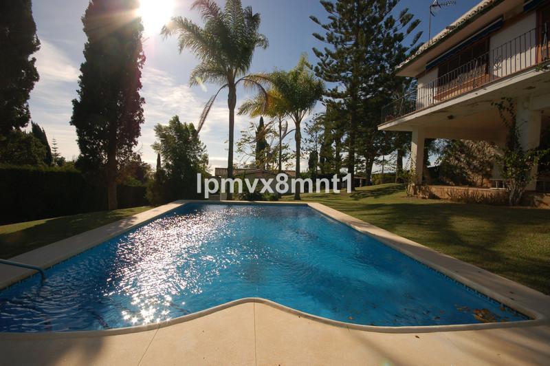 Villa – Chalet en venta en Elviria – R3591448