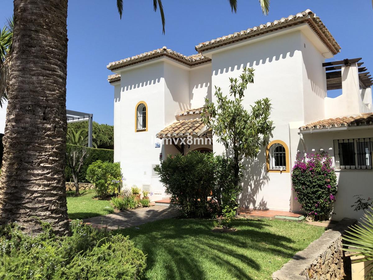 Marbella Banus Villa en Venta en Elviria – R3423958