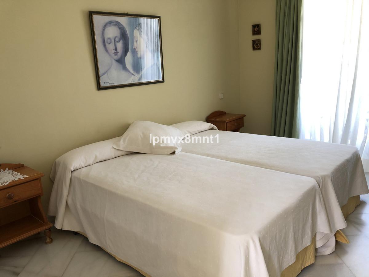 Villa en Venta en Elviria – R3423958
