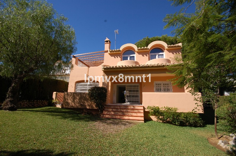 BEAUTIFUL 3 BEDROOM 3 BATHROOM VILLA IN A GATED COMPLEX IN THE CENTRE OF ELVIRIA. THE PROPERTY HAS B, Spain