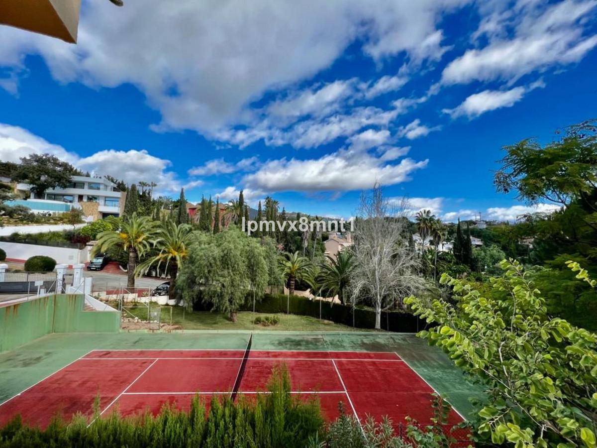 Marbella Banus Villa en Venta en Elviria – R3424162