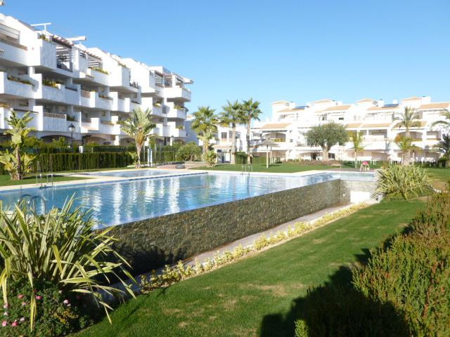Wonderful, high quality 2 & 3 bedroom apartments with a choice of golf,pool or sea views in a ga,Spain