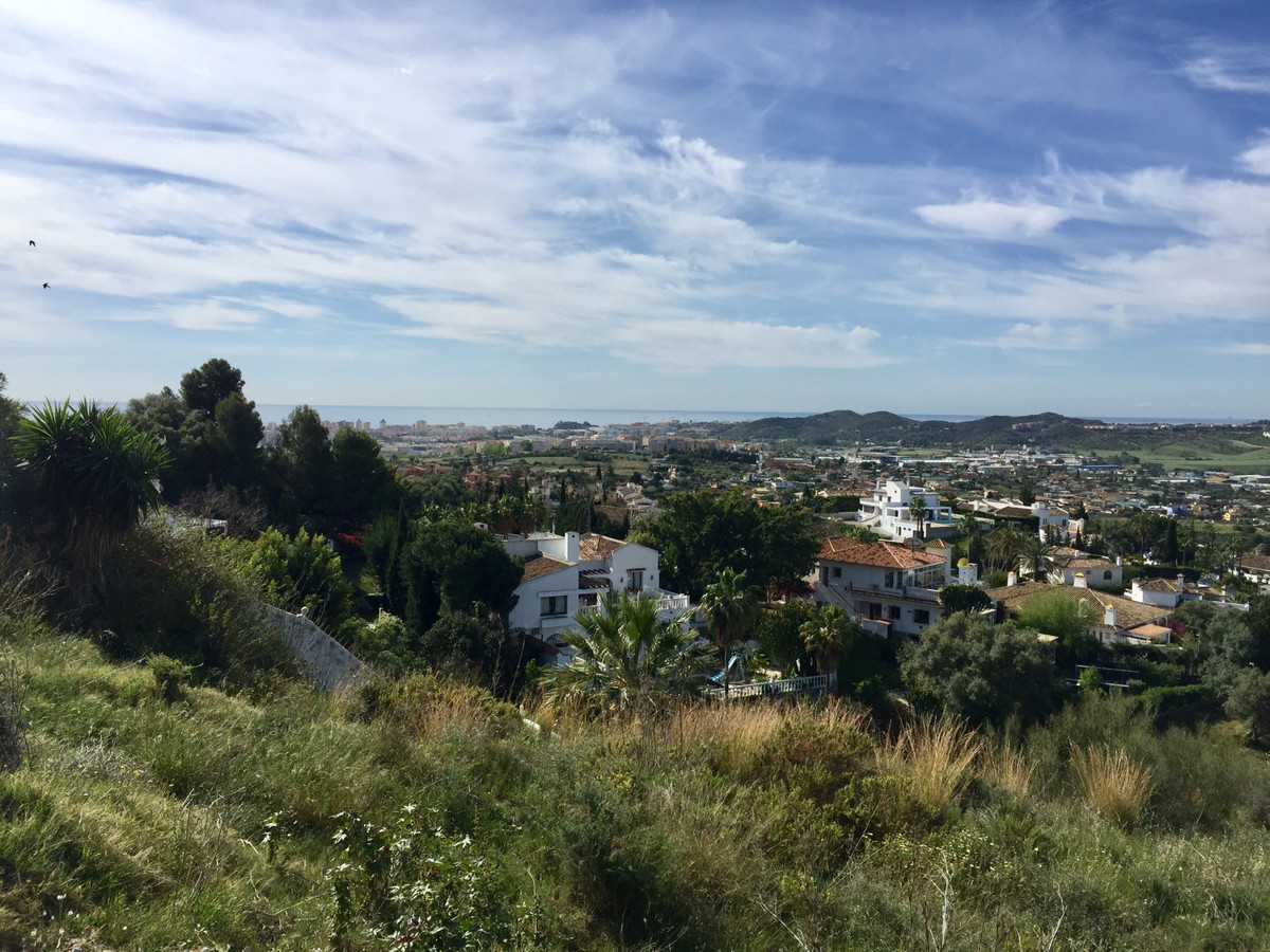 Building plot in La Sierrezuela, Mijas with seaviews. Building plot in La Sierrezuela, Mijas, 1450m², Spain
