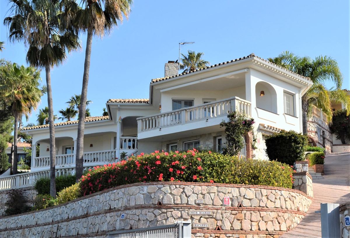Villa in La Sierrezuela with stunning views both to the sea and mountains.  Beautiful villa with pan,Spain