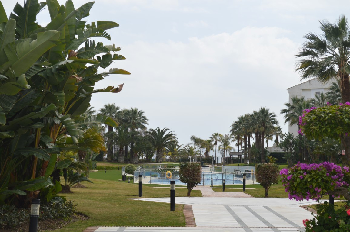 Lovely ground floor apartment situated in the complex Playa Rocio, with direct access to the beach a, Spain