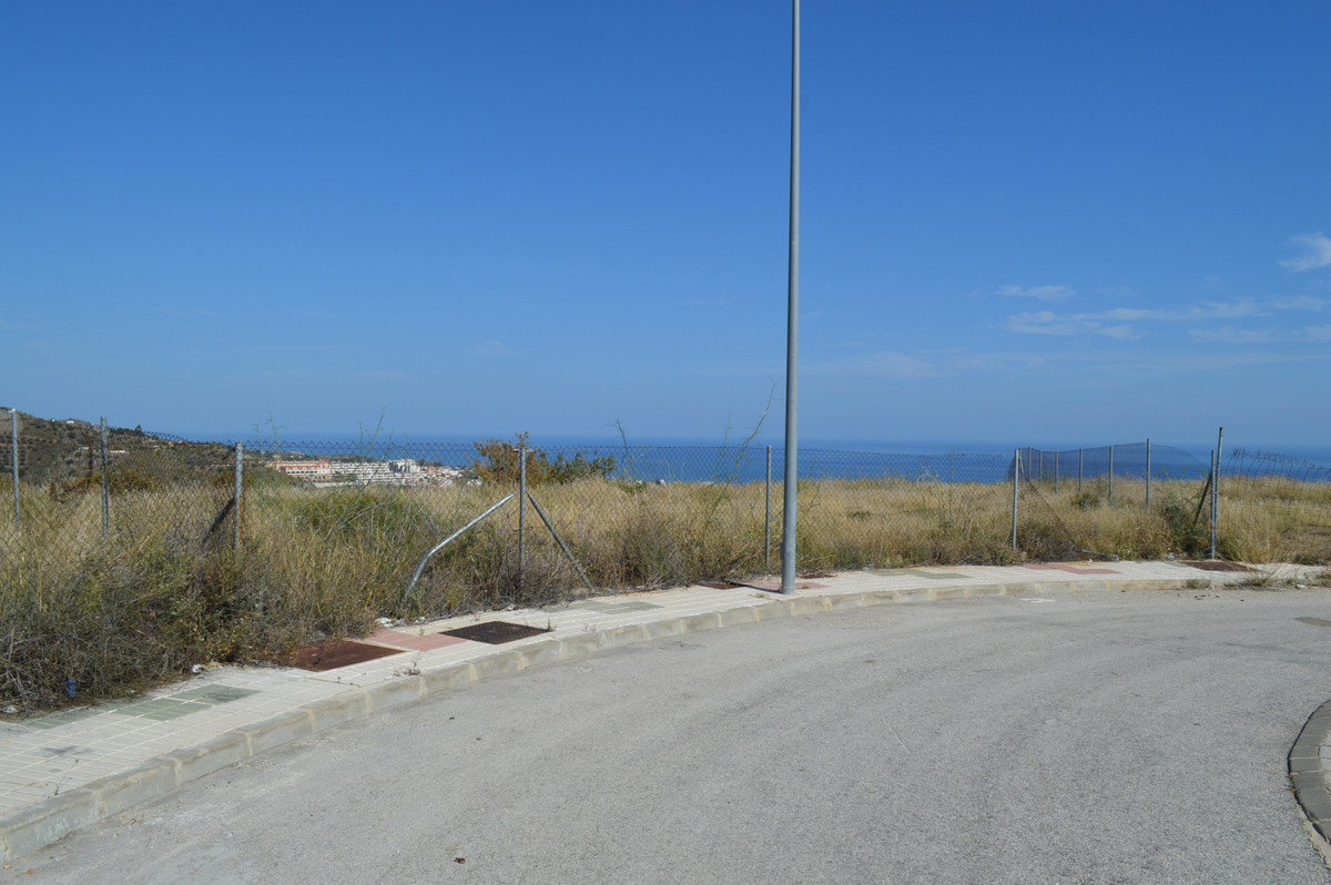 Plot for sale located in Rincon de la Victoria, with great views to the sea, ideal to invest or buil, Spain