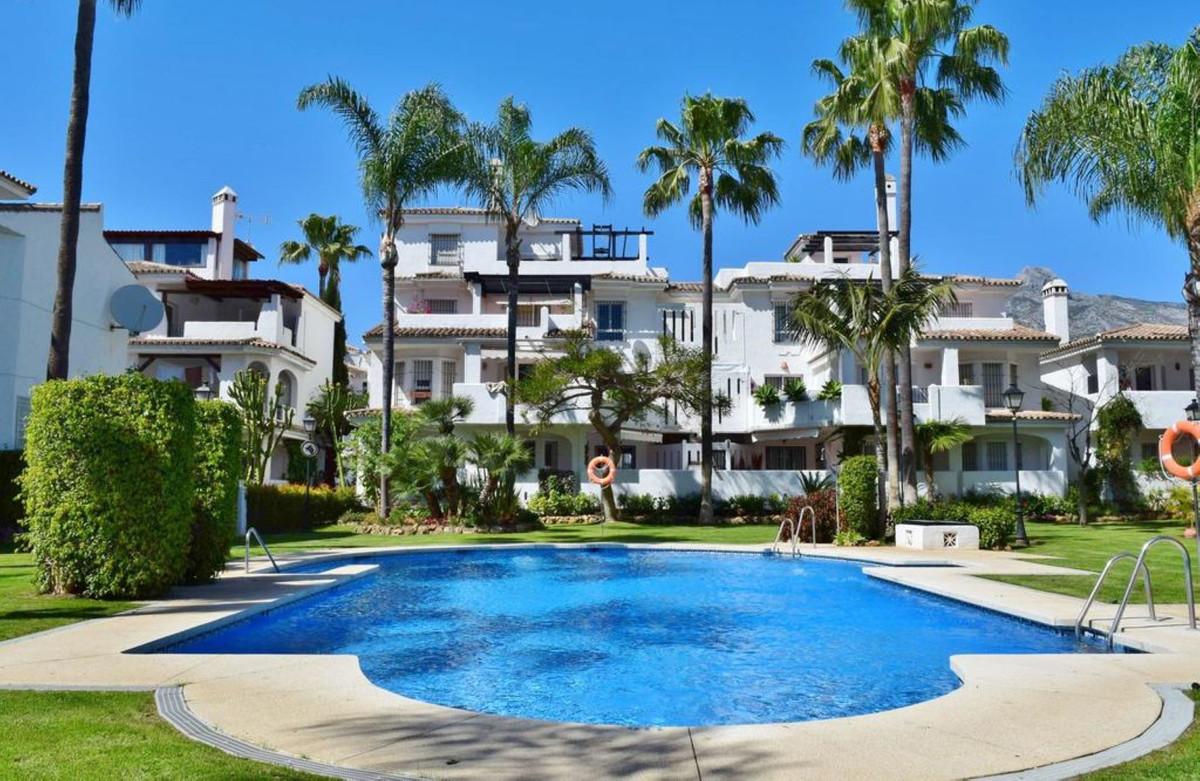 Marbella Banus Adosada en Venta en Marbella – R3446422