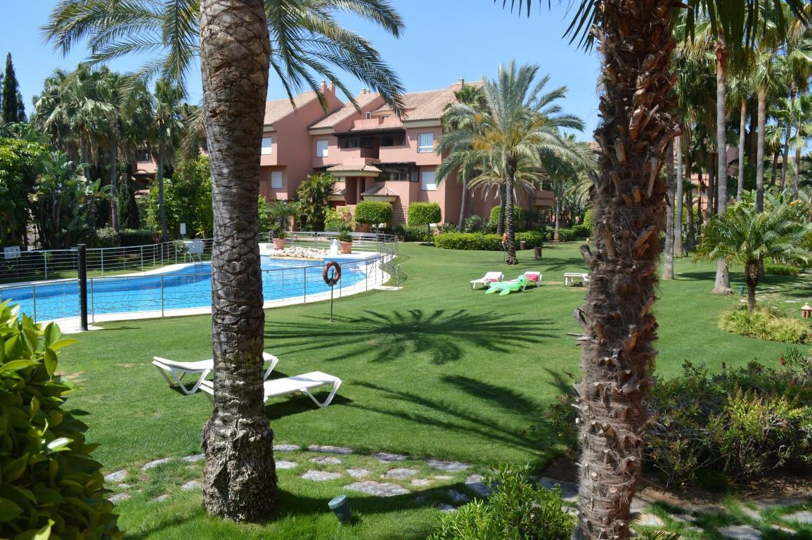 Marbella Banus Apartamento en Venta en Puerto Banús – R2851505