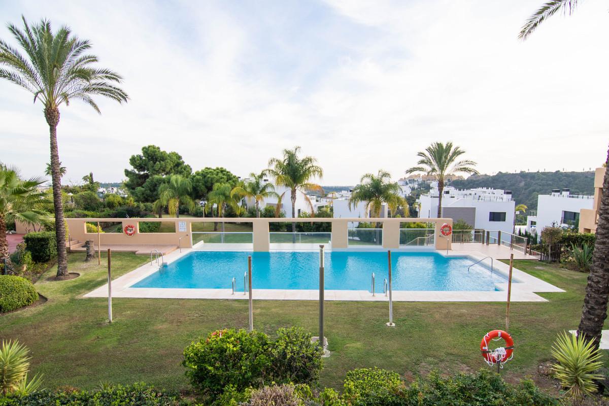 R3747439 | Penthouse in Estepona – € 375,000 – 3 beds, 2 baths