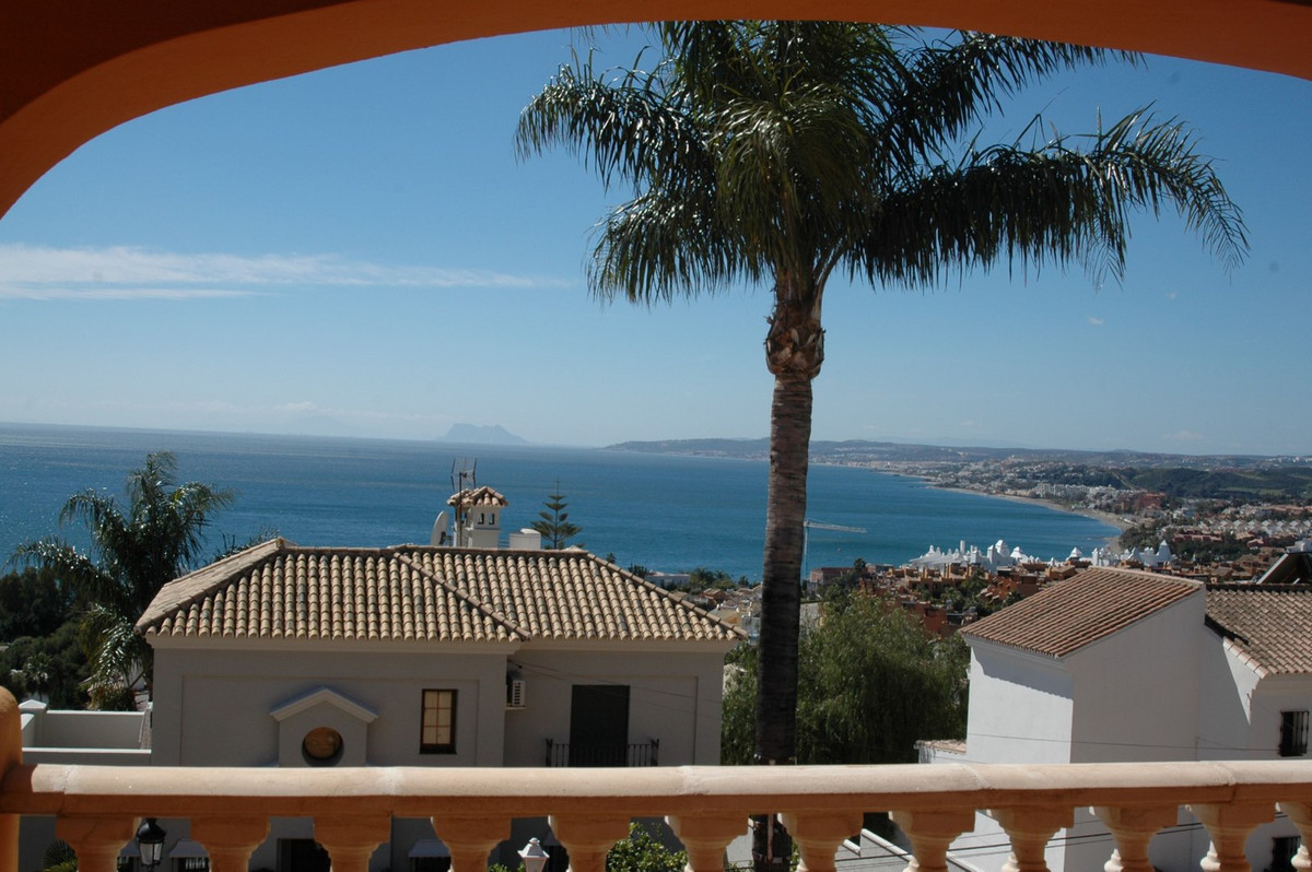 This 5-bedroom family villa is located in one of the prime areas of real estate to be found at the w,Spain