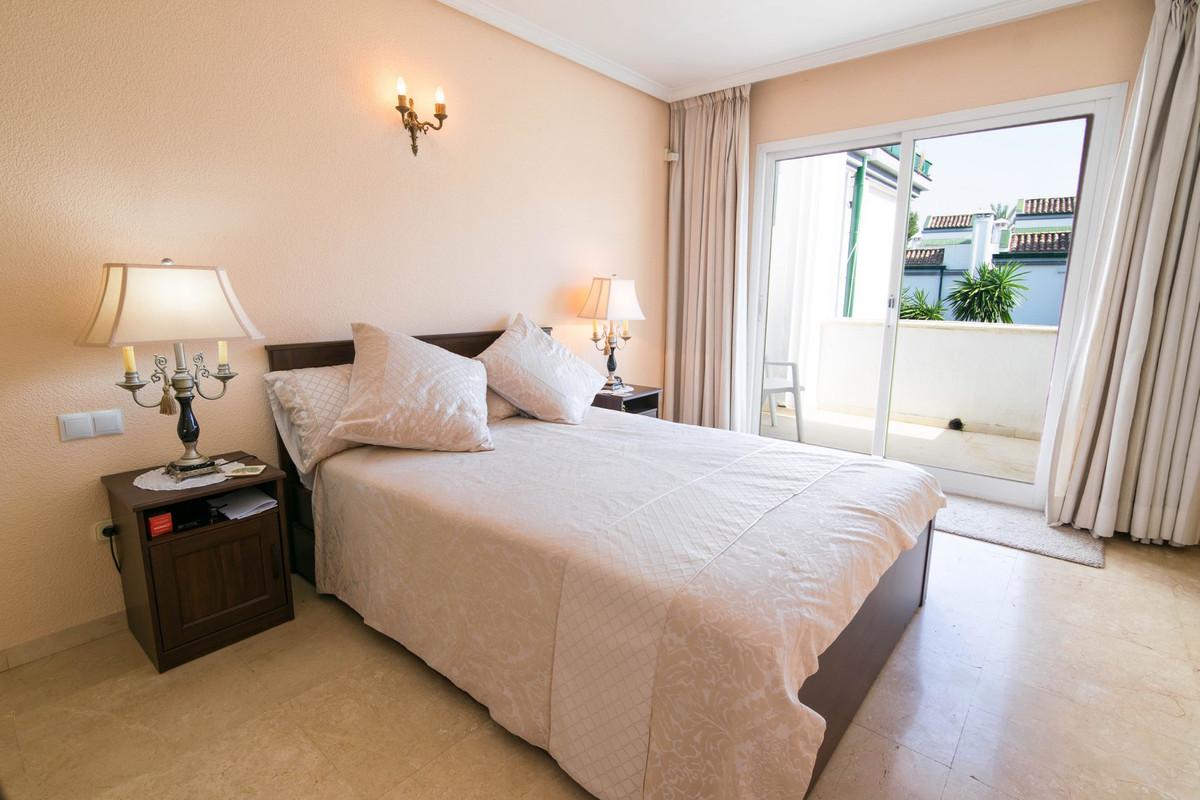 R3203191 | Semi-Detached House in Estepona – € 395,000 – 4 beds, 3 baths