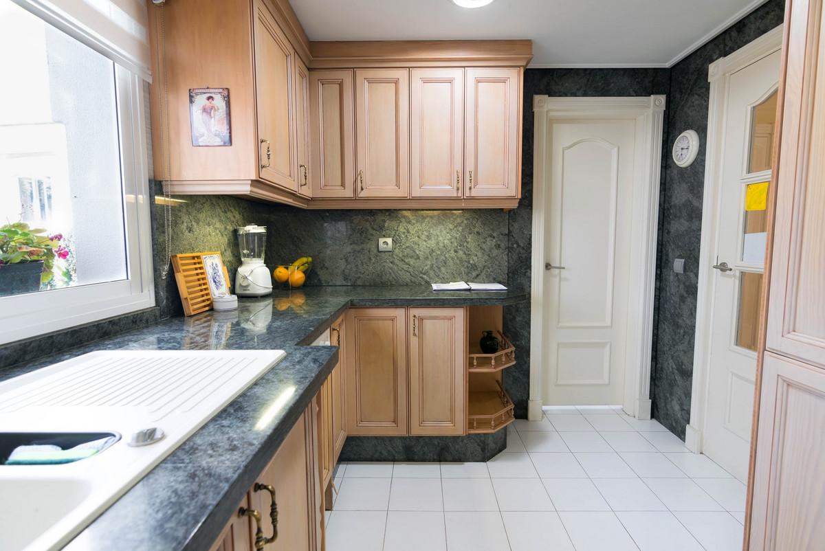 R3203191   Semi-Detached House in Estepona – € 395,000 – 4 beds, 3 baths