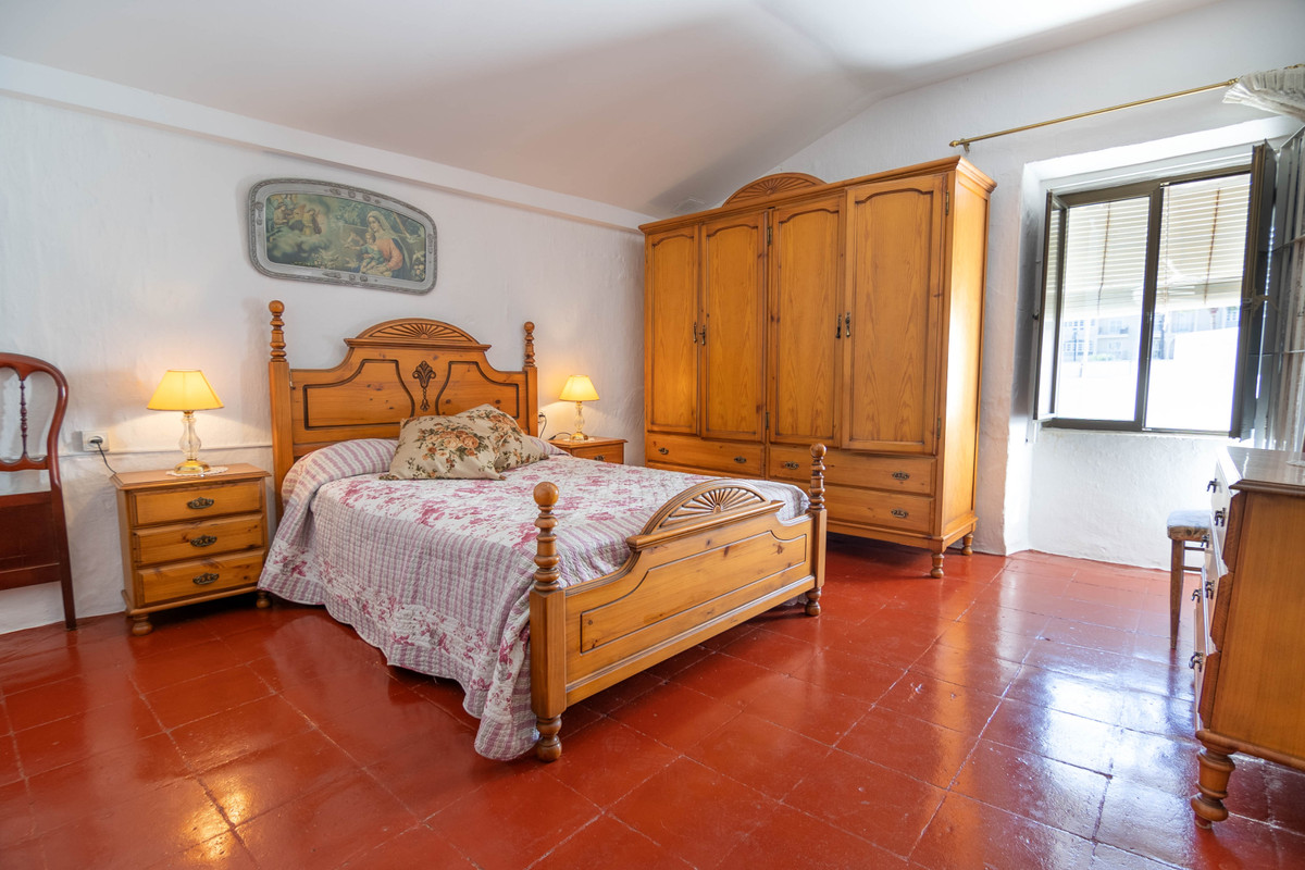 R3755434 | Townhouse in Estepona – € 475,000 – 3 beds, 2 baths