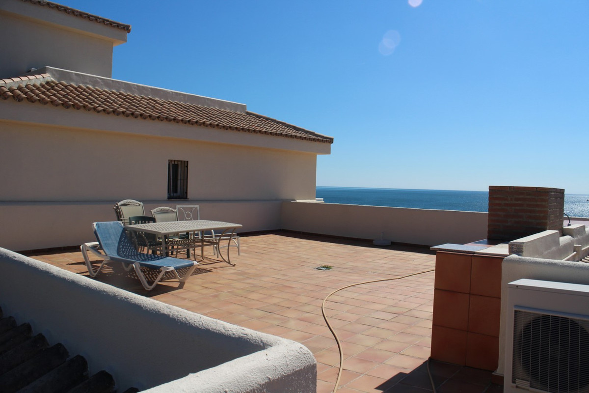 R2639237 | Penthouse in Estepona – € 403,000 – 4 beds, 2 baths