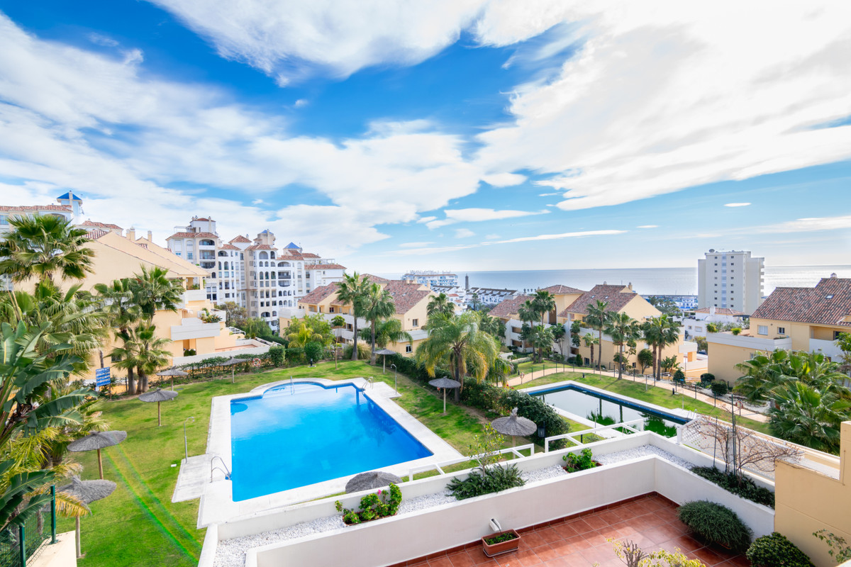 R3360103 | Middle Floor Apartment in Estepona – € 404,500 – 3 beds, 2 baths