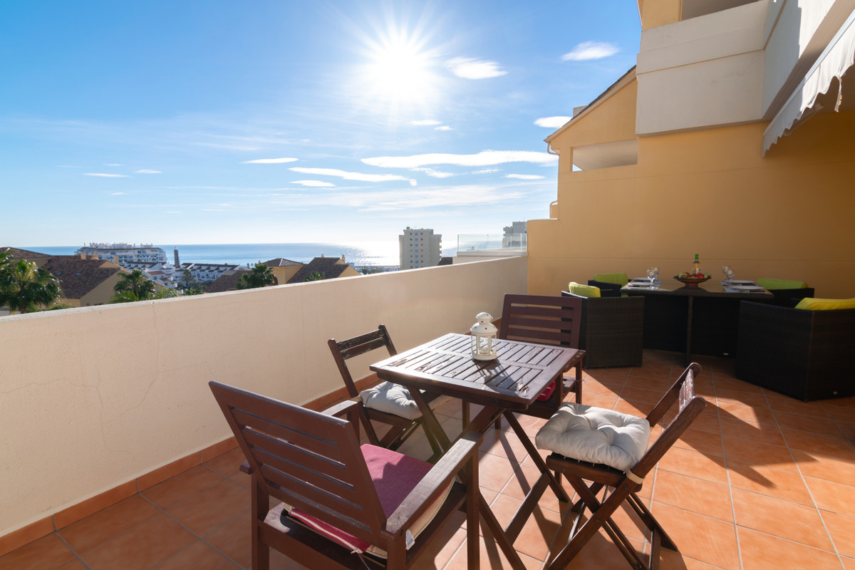 R3360103   Middle Floor Apartment in Estepona – € 380,000 – 3 beds, 2 baths