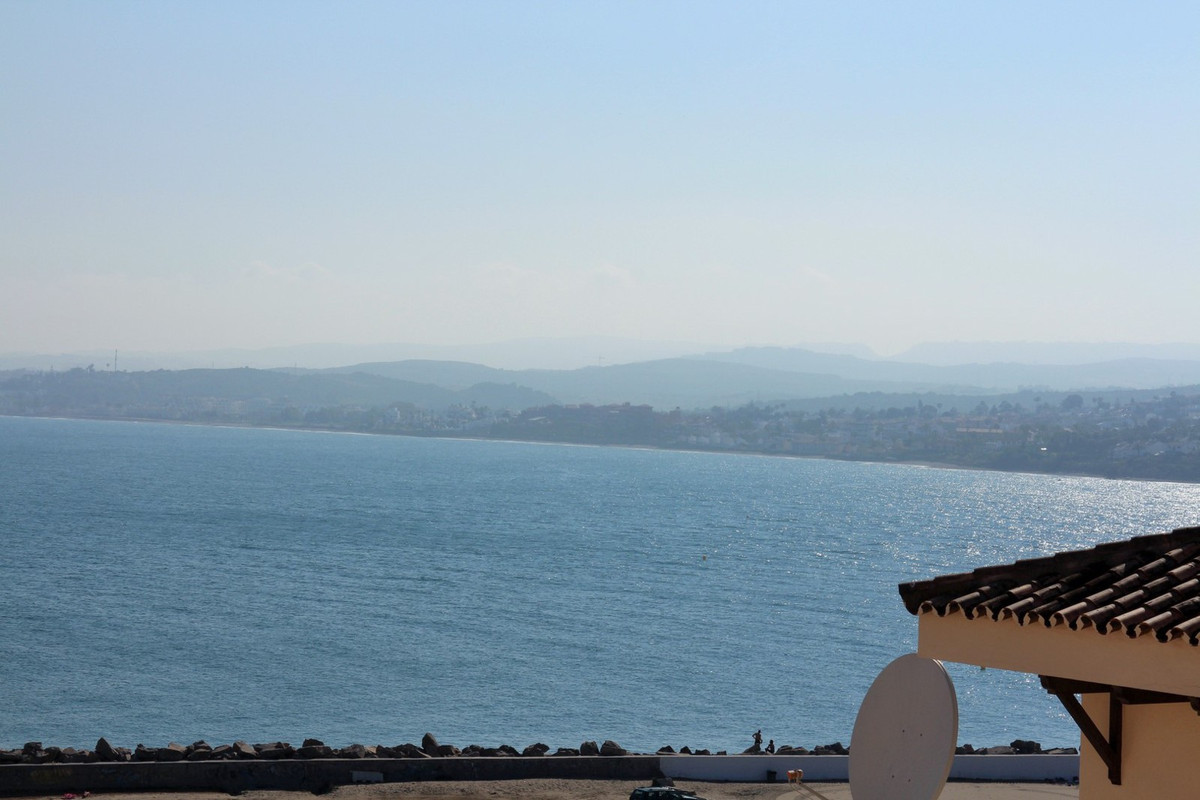 REDUCED BY 30,000€ Penthouse apartment situated on a well established front line beach complex, just,Spain