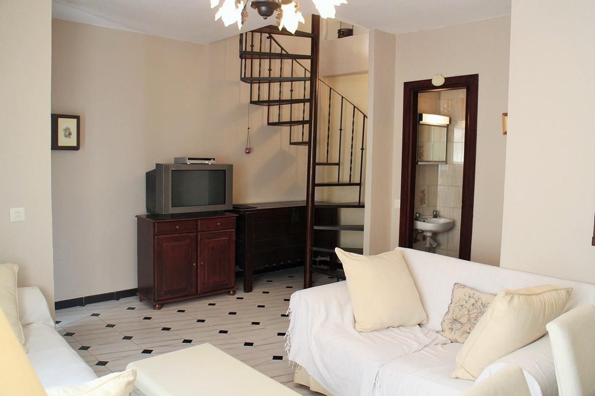 R2682581   Semi-Detached House in Estepona – € 210,000 – 3 beds, 1.5 baths