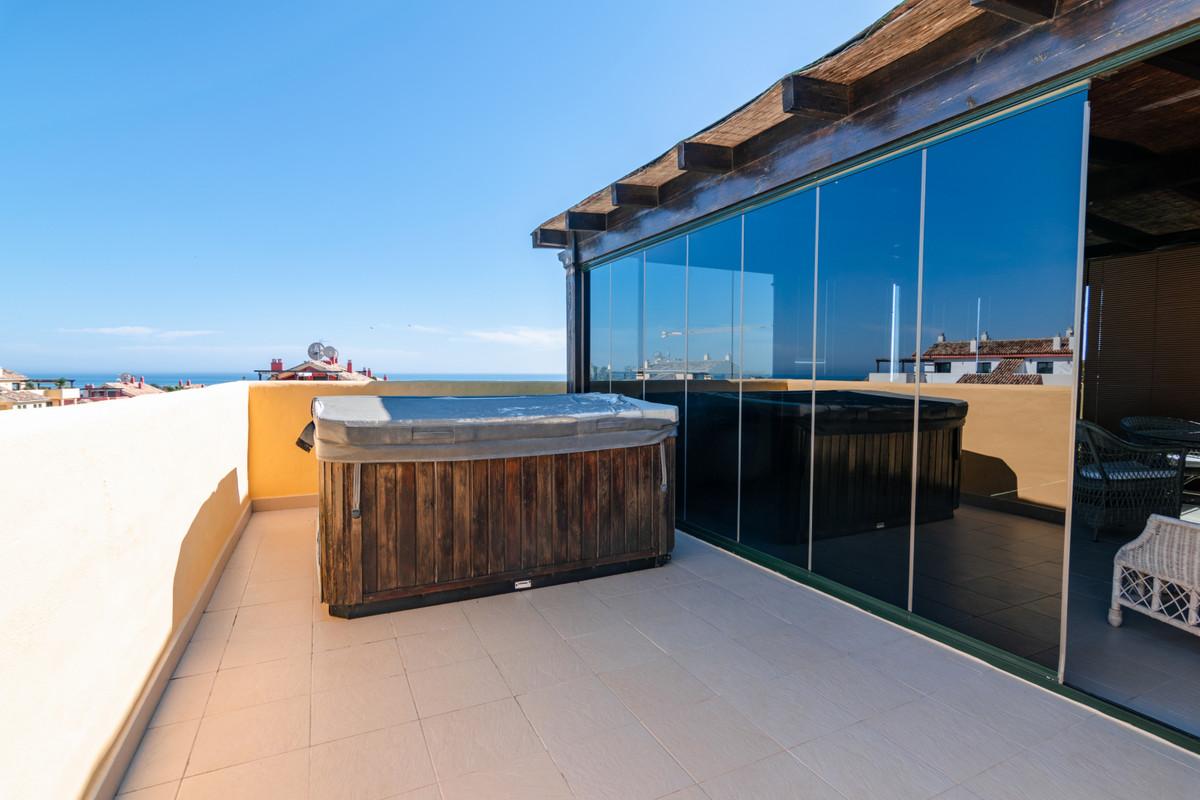 R3444349 | Penthouse in Estepona – € 365,000 – 3 beds, 3 baths
