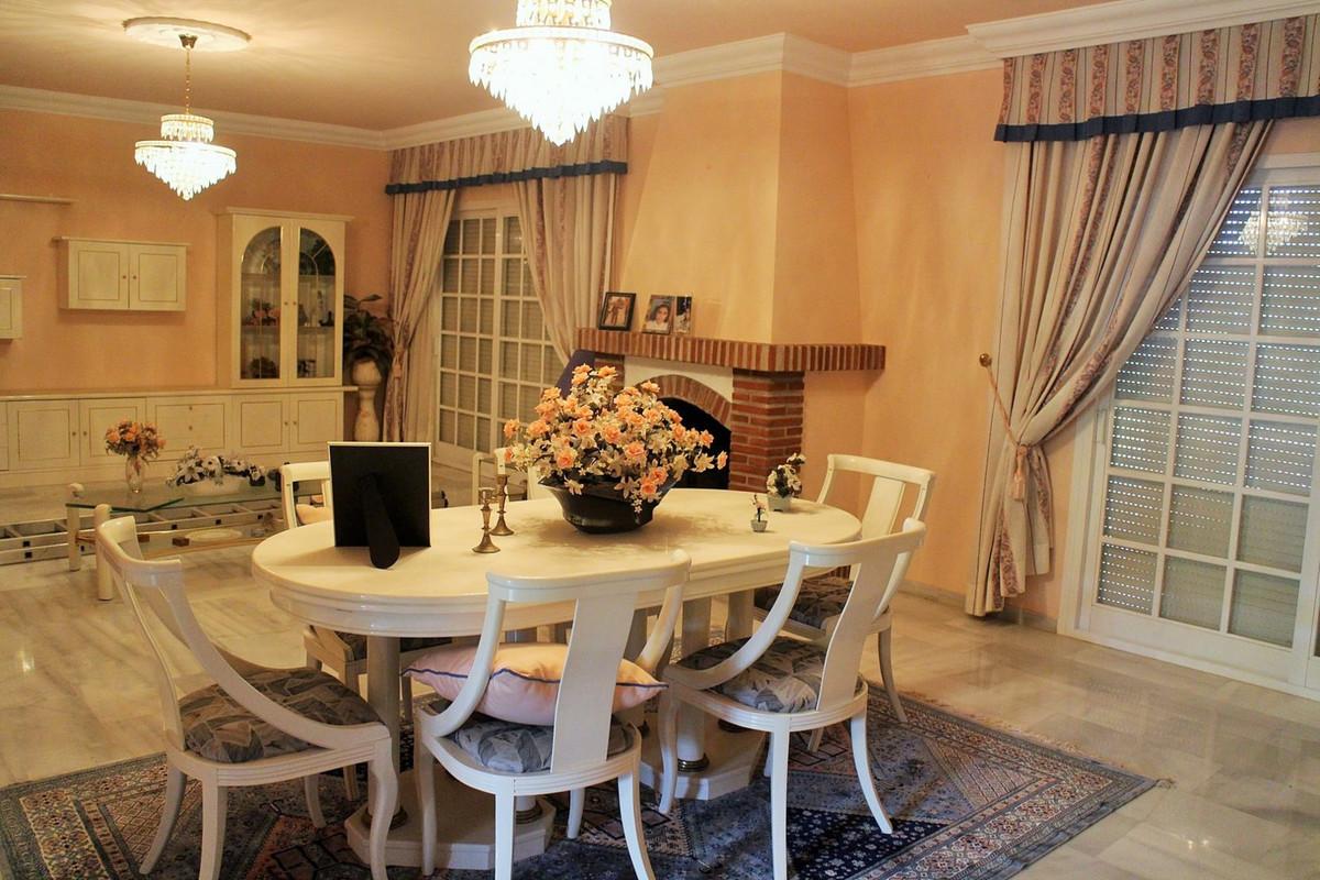 R2745998 | Detached Villa in Estepona – € 855,000 – 4 beds, 2.5 baths