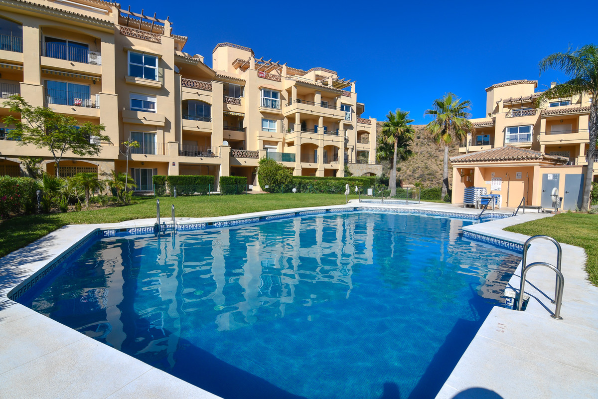 Super nice penthouse for sale in the beautiful and tranquil surroundings at Calahonda.  We offer thi,Spain