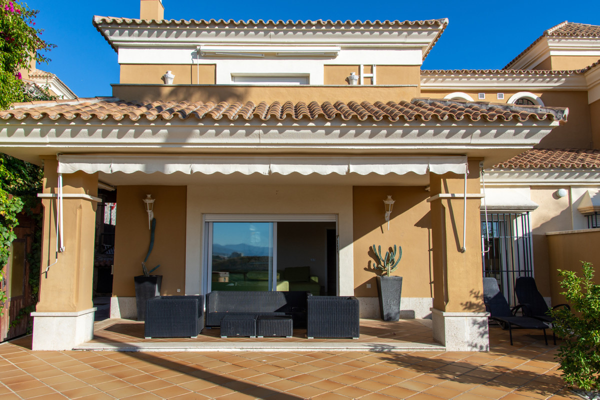 Great 3 bedroom town house for sale on a privilege location on the front line to Santa Clara Golf Re, Spain