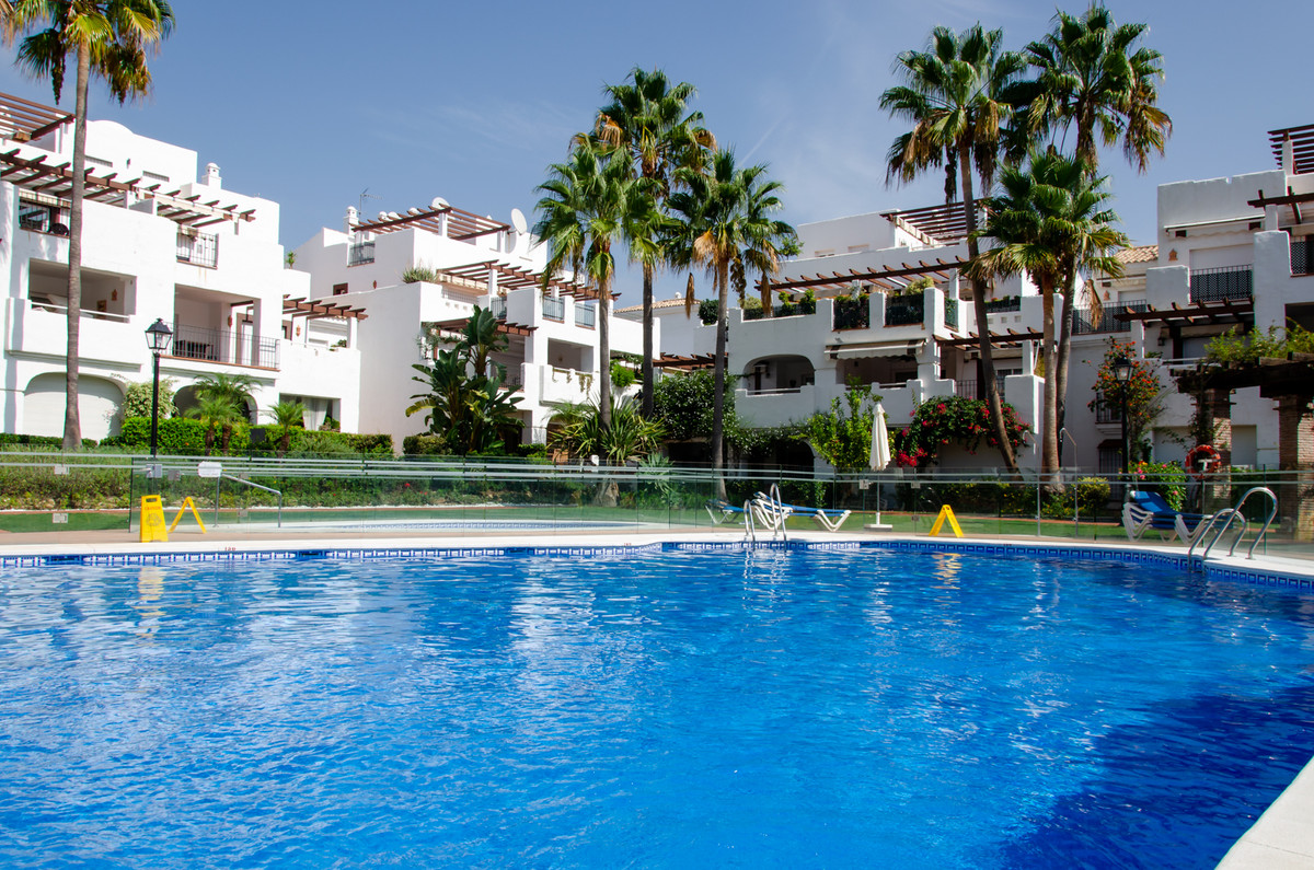 Well kept 2 bedroom ground floor apartment for sale in the very popular resort La Gavia, located on , Spain