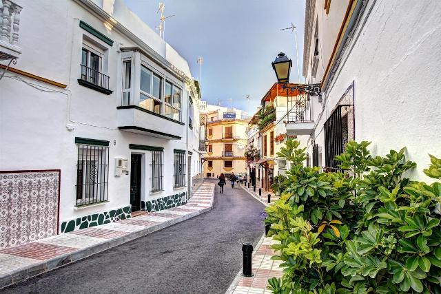 Fantastic offer. Recently renovated townhouse in the center of Marbella. From the house everything i,Spain