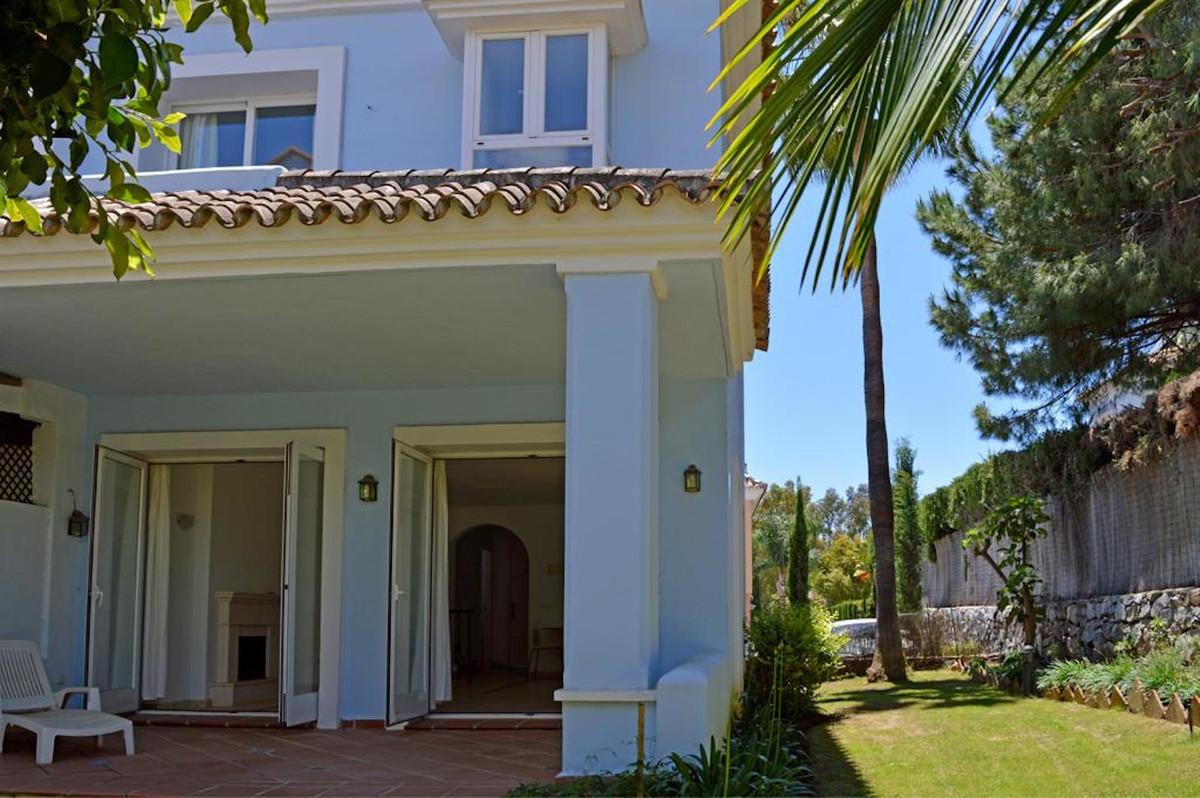 Marbella Banus Adosada en Venta en Nueva Andalucía – R3506308