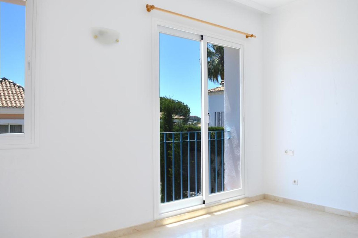 2 Bedroom Terraced Townhouse For Sale Nueva Andalucía