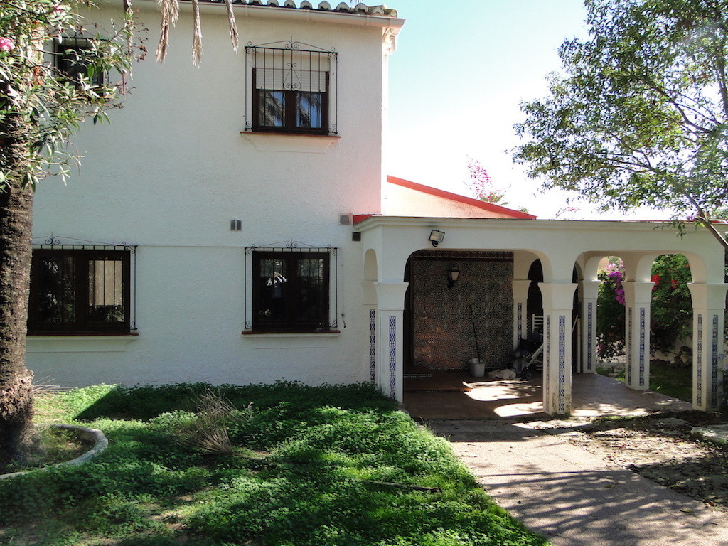 Detached villa to renovate located in Costa bella, Marbella. This property is spread over 2 floors 4, Spain