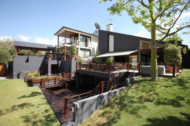 6 Habitaciones 9 Baños Referencia del Inmueble: R2313926