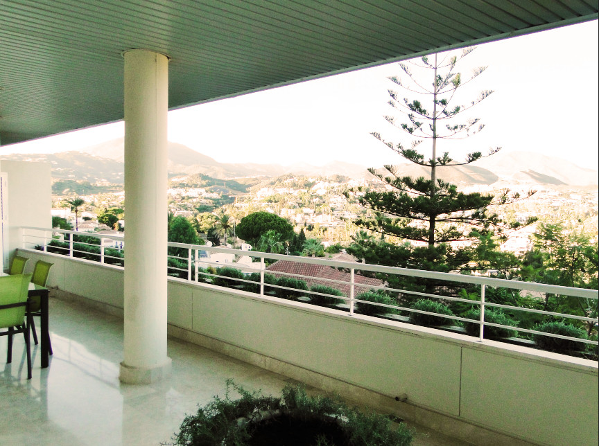 Beautiful apartment, located in a gated community with 24-hour security, in a good and quiet area of, Spain