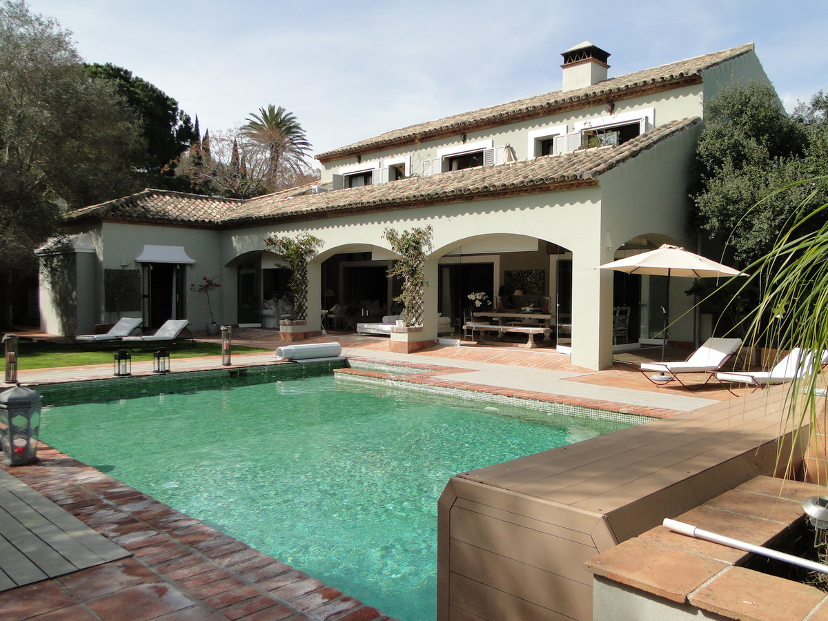 Luxury villa surrounded by three world famous golf courses and only two minutes from Sotogrande Inte,Spain