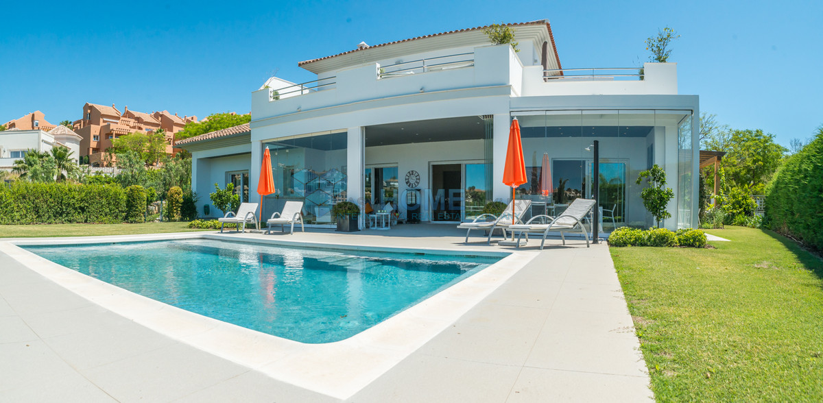 Wonderful Villa in Elvira with beautiful sea and golf views. This fantastic property is distributed , Spain
