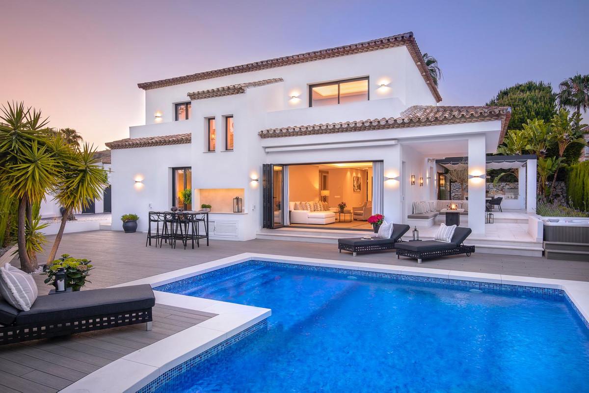 Detached Villa for sale in Nueva Andalucía R3652190